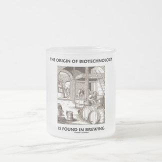 L'origine de la biotechnologie est trouvée dans le mug en verre givré