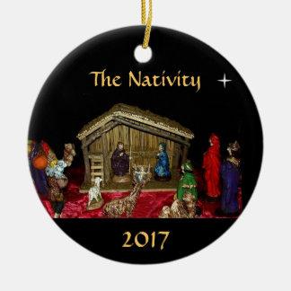 L'ornement de nativité ornement rond en céramique