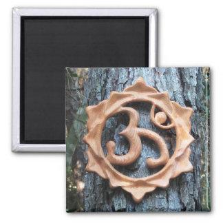 Lotus OM dans la forêt - aimant carré