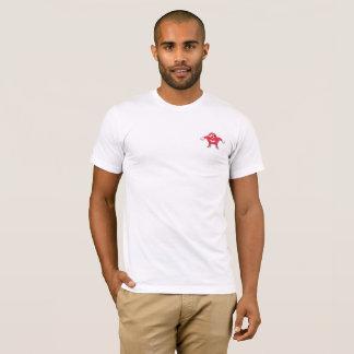 L'Ougandais frotte avec le poing le T-shirt