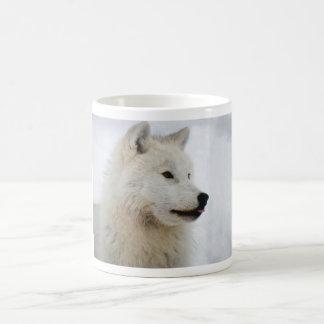 Loup arctique collant sa langue mug