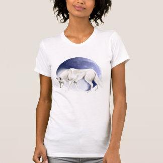 Loup blanc avec le T-shirt de demi-lune