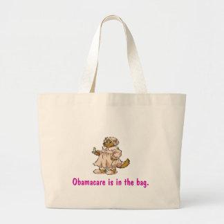 Loup dans l'habillement de la grand-maman grand sac