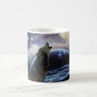 Loup hurlant à la lune mug