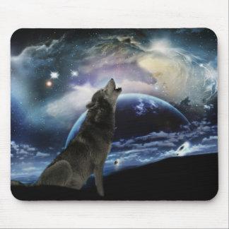 Loup hurlant à la lune tapis de souris