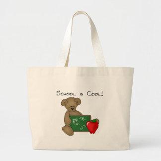 L'ours avec l'école de conseil d'écriture est frai grand sac