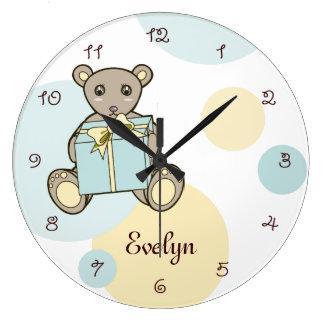 L'ours de nounours mignon personnalisé badine le grande horloge ronde