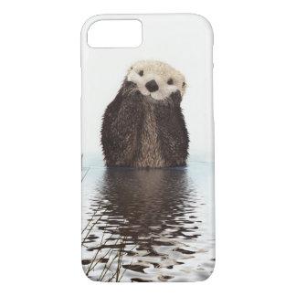 Loutre de sourire adorable dans le lac coque iPhone 7