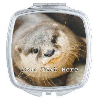 Loutre mignonne, portrait animal, photographie de miroir de voyage