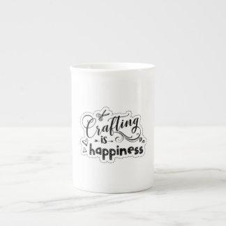 L'ouvrage est bonheur - tasse de porcelaine tendre