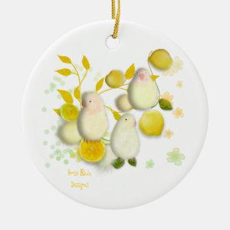 Lovebirds with lemons Christmas Ornaments Ornement Rond En Céramique