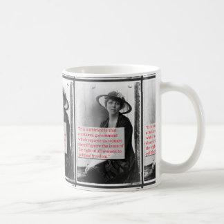 Lucy brûle la suffragette mug