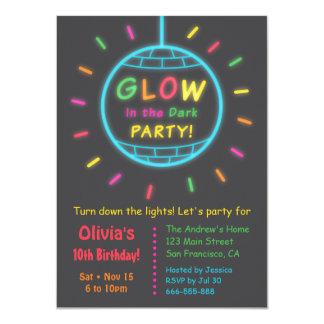 Lueur de boule de disco en fête d'anniversaire carton d'invitation  11,43 cm x 15,87 cm