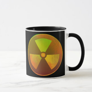 Lueur radioactive de symbole nucléaire tasses