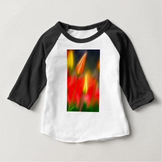 Lueur rouge et jaune de tulipe t-shirt pour bébé