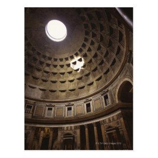 Lumière brillant par l'oculus dans le Panthéon Carte Postale