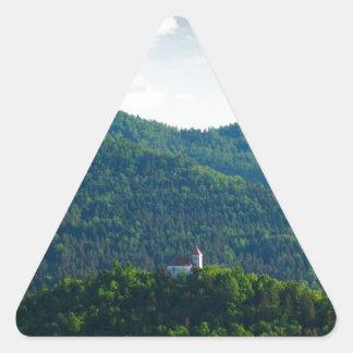 Lumière d'après-midi au-dessus d'église sticker triangulaire