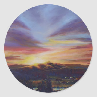 Lumière de matin, lever de soleil au-dessus des sticker rond