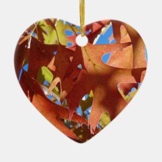 Lumière du soleil par le feuille d'automne ornement cœur en céramique