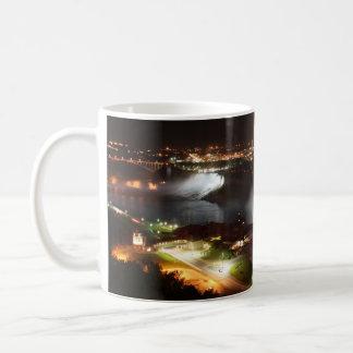 Lumières de nuit de chutes du Niagara Mug