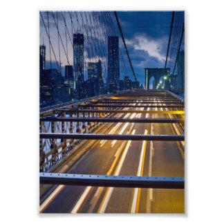 Lumières de pont de Brooklyn la nuit Photographies D'art