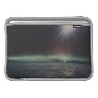 Lumières du nord sur l'horizon poches macbook