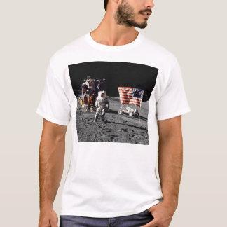 Lune d'Apollo 17 basse (avant) T-shirt