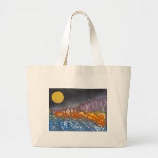 Lune jaune au-dessus de paysage métamorphique grand sac