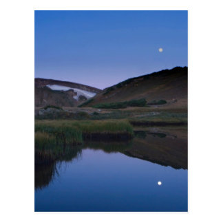 Lune se reflétante de lac alpin cartes postales