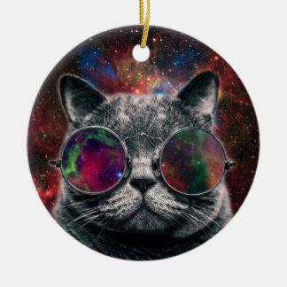 Lunettes de port de chat de l'espace devant la ornement rond en céramique
