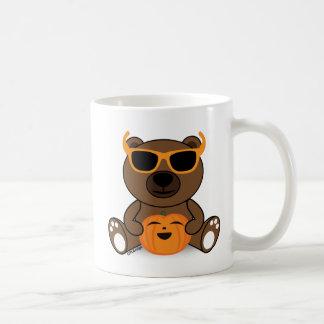 Lunettes de soleil et citrouille mignons frais mug