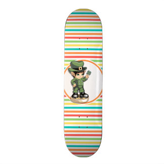 Lutin mignon sur les rayures lumineuses skateboards personnalisables