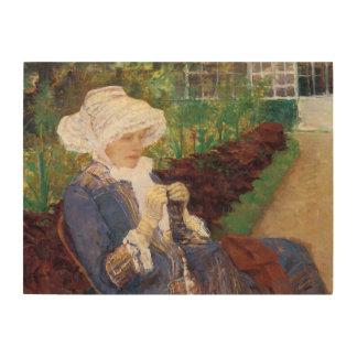Lydia faisant du crochet dans le jardin à marneux canevas en bois