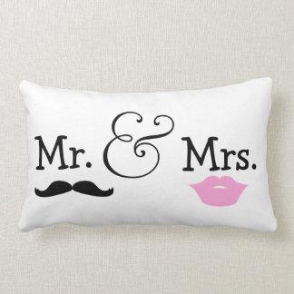 M. et Mme cadeau de mariage de jeunes mariés Coussin Décoratif