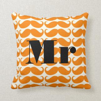 M. orange et en ivoire Mustache Patten de marié Coussin