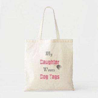 Ma fille porte des étiquettes de chien sac