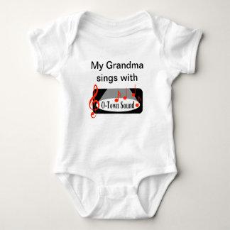 """Ma grand-maman chante avec "" Body"