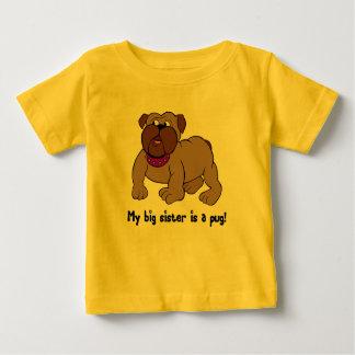 Ma grande soeur est un carlin t-shirt pour bébé