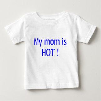 Ma maman est CHAUDE ! T-shirts