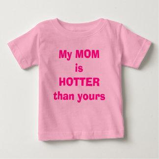 Ma MAMAN est PLUS CHAUDE que le vôtre T-shirt