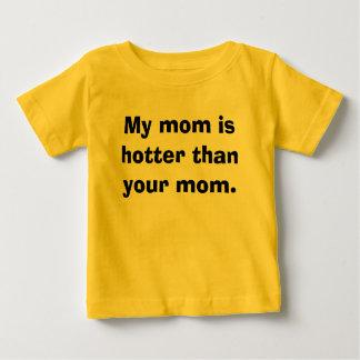 Ma maman est plus chaude que votre maman t-shirt pour bébé