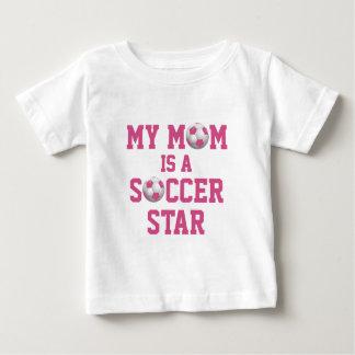 Ma maman est un rose et un blanc de ballon de t-shirt pour bébé