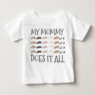 Ma maman le fait toutes les chaussures de danseur t-shirt pour bébé