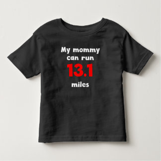 Ma maman peut courir 13,1 milles t-shirt pour les tous petits