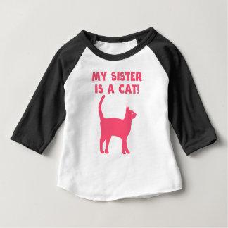 Ma soeur est un chat t-shirt pour bébé