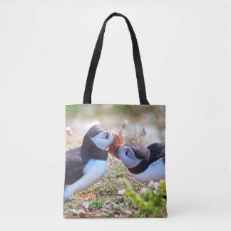 Macareux embrassant le sac