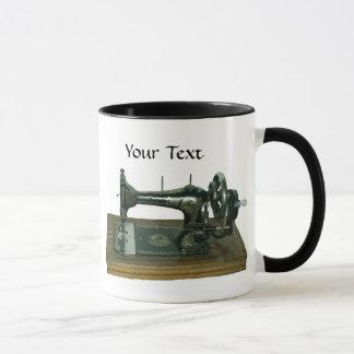 Machine à coudre vintage avec le texte mug