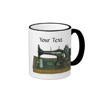Machine à coudre vintage avec le texte mug ringer