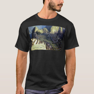 """""""Machu Picchu obscurité à aube"""" T-shirt"""