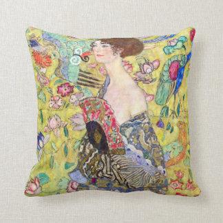Madame avec la fan par Gustav Klimt, Japonism Coussin Décoratif